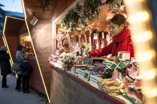 Local specialities and regional delicacies from Merano and environs entice visitors from the imaginatively decorated stalls. Season Opening's at the different ski resorts of Sudtirol and Christmas Markets.