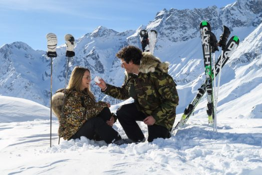 A drink in the pistes at Cervinia - Photo Enrico Romanzi - Cervino Ski Paradise. Spot on Cervino Ski Paradise for the 2018-19 ski season.