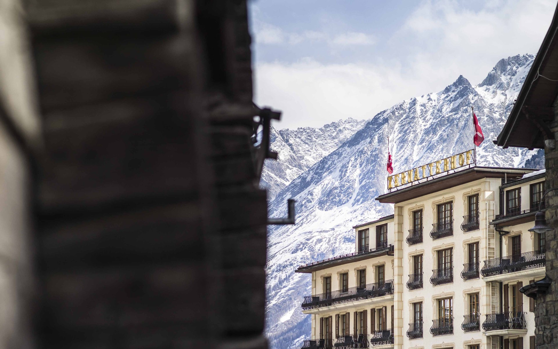 A gas explosion has taken place Friday at the Grand Hotel Zermatterhof.