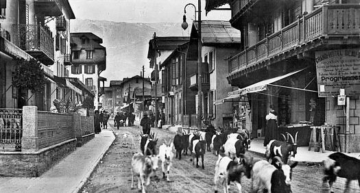 The Zermatterof is one of the most renown hotels in Zermatt - in the middle of town, in the Dorfstrasse, as shown in this picture. A gas explosion has taken place Friday at the Grand Hotel Zermatterhof.