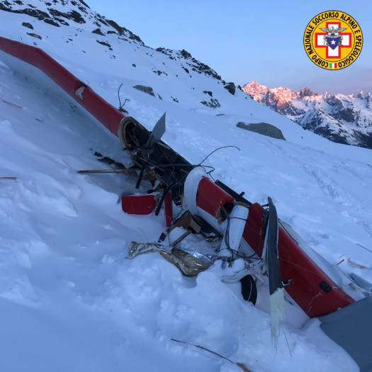 7 killed as helicopter and light aircraft crash over the Ruitor Glacier near La Thuile in the Italian Alps. Photo: Corpo Nazionale Soccorso Alpino e Speleologico.