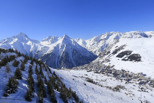 Beautiful Les 2 Alpes. Photo by Monica Dalmasso. Les 2 Alpes. What is New at Les 2 Alpes this season.