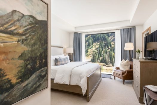 Snowpine Lodge Guestroom - Credit. Ann Parris. Snowpine Lodge Set to Open January 30, 2019
