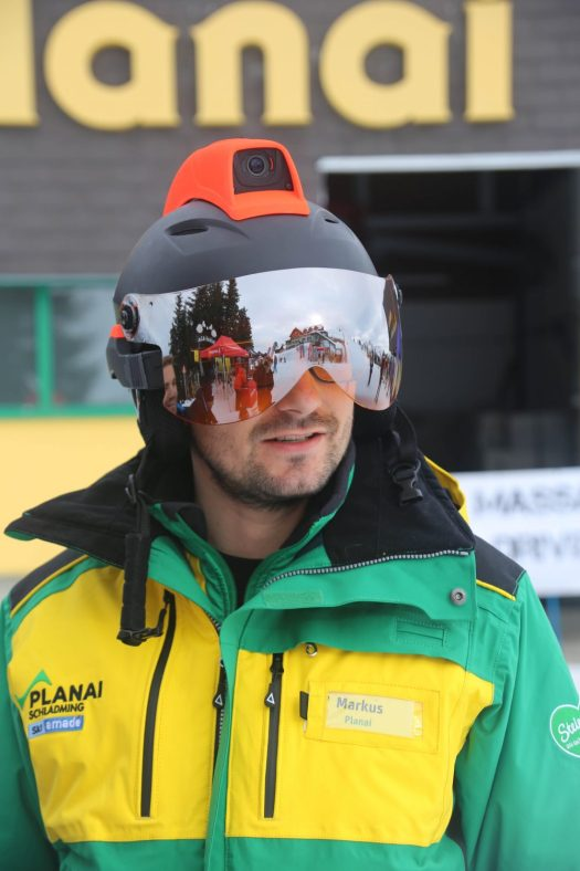 "The ""Mohawk"" is being developed by the Israeli start-up RideOn. Skiers and snowboarders can currently try the prototype out for free at the Schladming Planai resort. A glance into the future: First ski and snowboard helmet with Augmented Reality is being tested in Schladming-Dachstein."