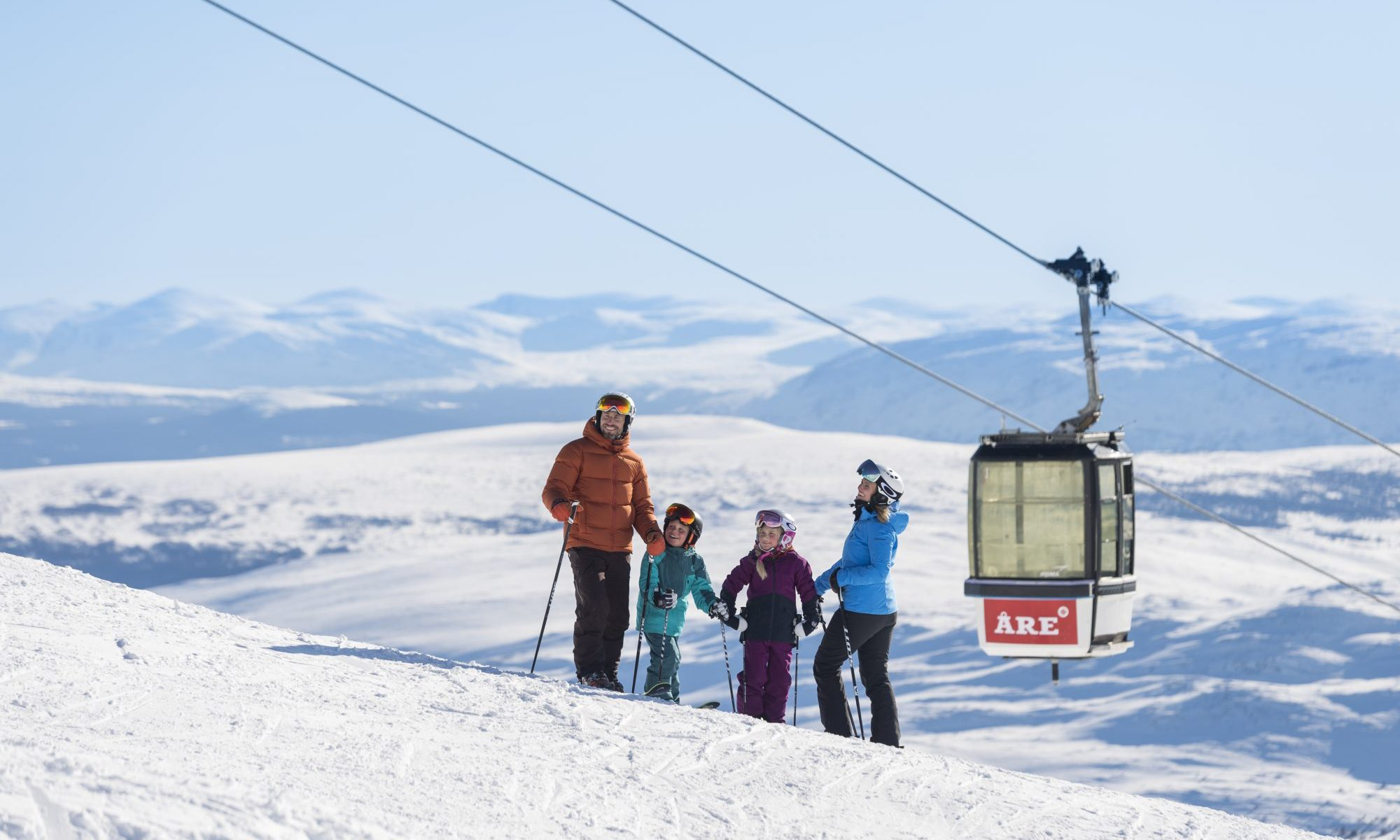 A familie in Åre. Photo courtesy SkiStar. SkiStar showcases record results for the first half of 2018/19.