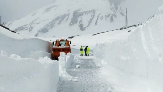 Work is underway to open the Petit St Bernard Pass – up to 7 meters of snow. Photo: AostaSera