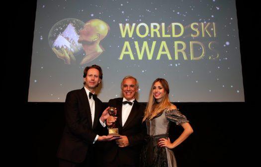 Juan Cruz Adrogue of Chapelco receives his award for a Monumental Contribution to the Ski Tourism at the World Ski Awards. Photo: World Ski Awards & Cerro Chapelco. Today opens Chapelco #AbreChapelco.