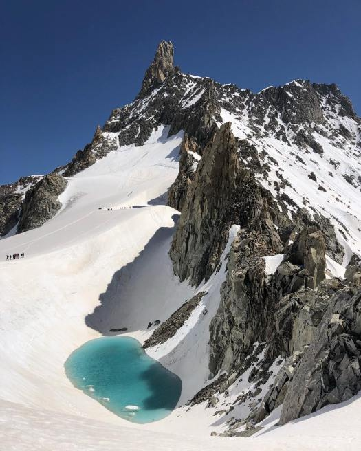 Guide du Mont Blanc Gianlucca Marra witnessed the 'ephemeral lake' by the Dent de Géant. Montagna Sicura. An 'ephemeral lake' appeared on the Mont Blanc massif due to warm record temperatures.