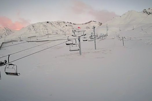 Las Leñas webcam 13 June. Does the snow in the Northern Hemisphere correlates with the Southern Hemisphere?