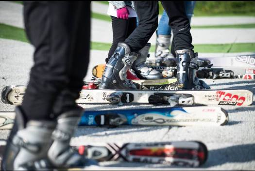 Swandlincote Snowsports Centre. Photo courtesy of Ridestore Magazine. A Quick Guide to Indoor Skiing & Dry Slopes In The UK.