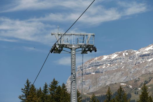 A lift employee has died and six were injured in an accident while maintaining a lift from Titlis Bergbahnen.