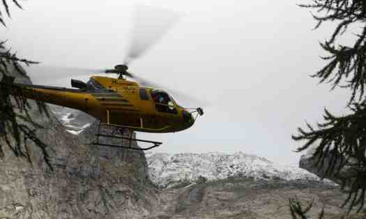 A helicopter rides on top of the glacier. Photo: Antonio Calanni AP - The Guardian. A fast-melting glacier in the Mont Blanc raised an alarm in the area of Val Ferret of Courmayeur.