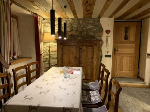 Dining Room at Il Cuore della Valdigne. Stay at the Heart of the Valdigne to ski in Courmayeur, La Thuile and Pila/Aosta.