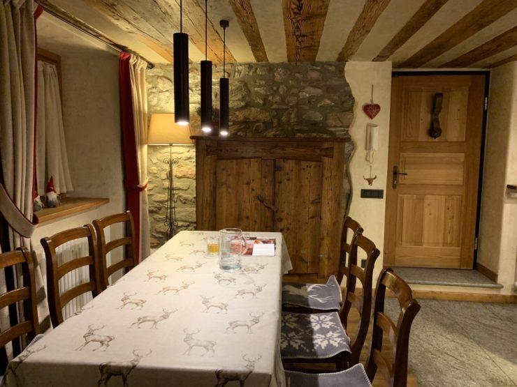 Dining Room at Il Cuore della Valdigne. Stay at the Heart of the Valdigne to ski in Courmayeur, La Thuile and Pila/Aosta.
