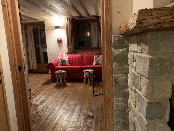 The living room seen from the dining room at Il Cuore della Valdigne. Stay at the Heart of the Valdigne to ski in Courmayeur, La Thuile and Pila/Aosta.