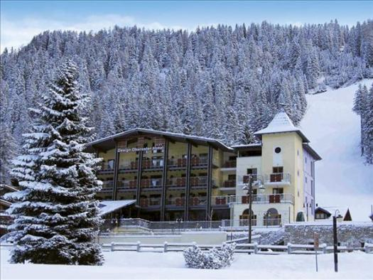 Design Hotel Oberosler, a 4 stars design hotel, just across the road from the Spinale run and lift. The Ski Area Campiglio Dolomiti di Brenta is opening its 2019/20 ski season. News of the resort.