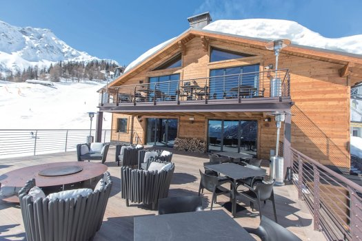 The terrace at La Loge du Massif. A Foodie Guide to on-Mountain Dining in Courmayeur.