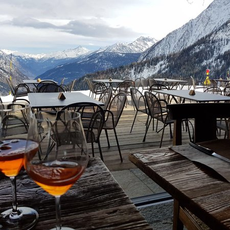 The terrace at La Chaumiere. A Foodie Guide to on-Mountain Dining in Courmayeur.