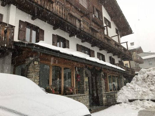 Front of the Hotel Edelweiss. Aiguille du Midi vs Punta Helbronner – which one you should do? Book your stay at the Hotel Edelweiss here.