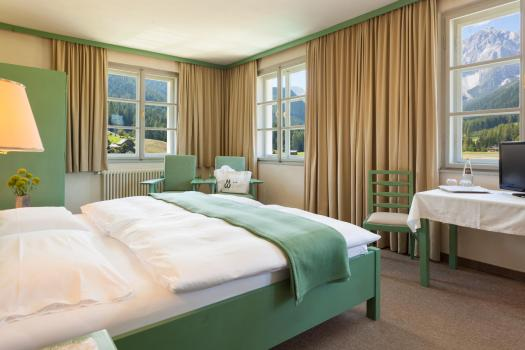 A room at the Hotel Tre Cime in Sesto. Book your stay at the Hotel Tre Cime here. Drei Zinnen will continue with its plan to install the Helmjet Sexten 10-seater cable car.