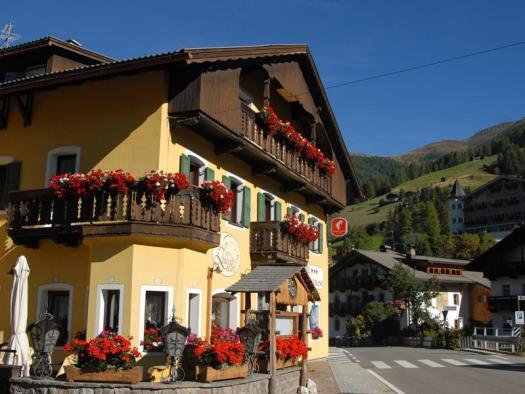Restaurante il Leone di Sesto. Drei Zinnen will continue with its plan to install the Helmjet Sexten 10-seater cable car.