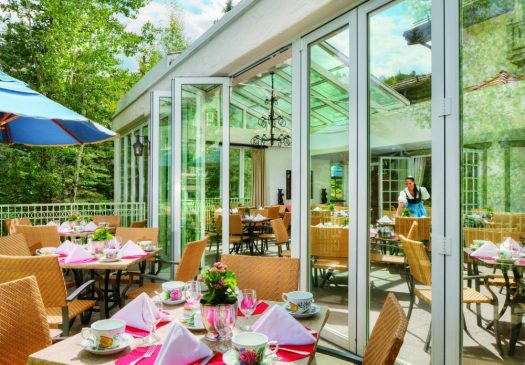 Dining al fresco at the Sonnenalp. The Must-Read Guide to Vail. Book your stay at the Sonnenalp here.
