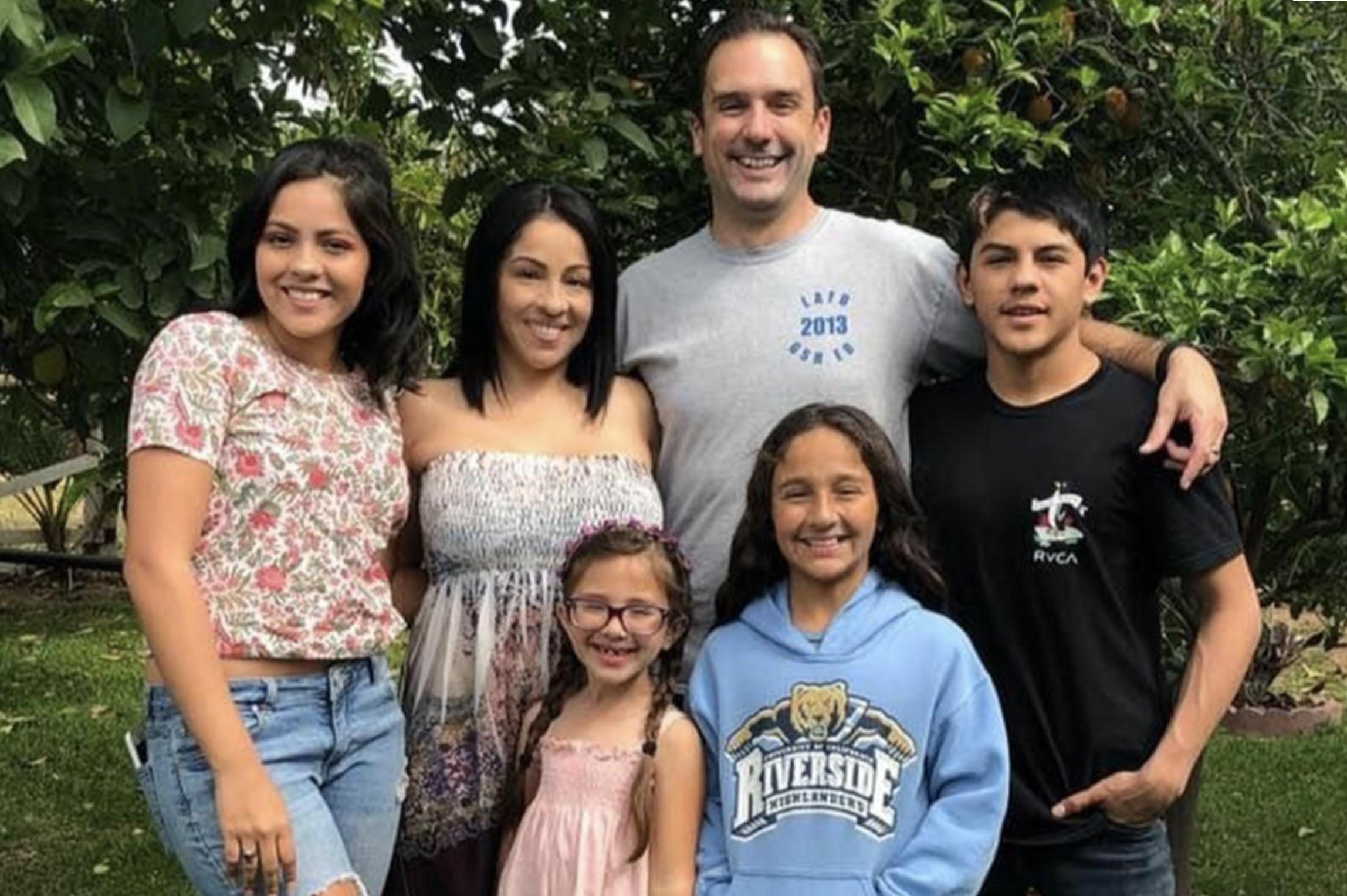 เดวิสเป็นแม่ของลูกสี่คนและเป็นภรรยาของแพทย์