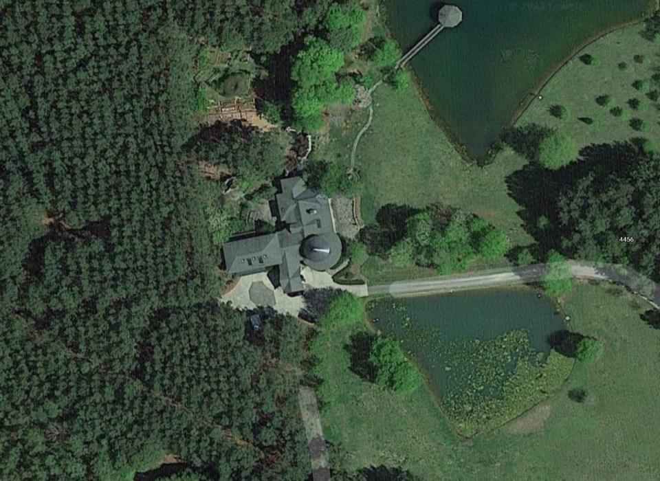 The residence of Robert and Barbara Lesslie