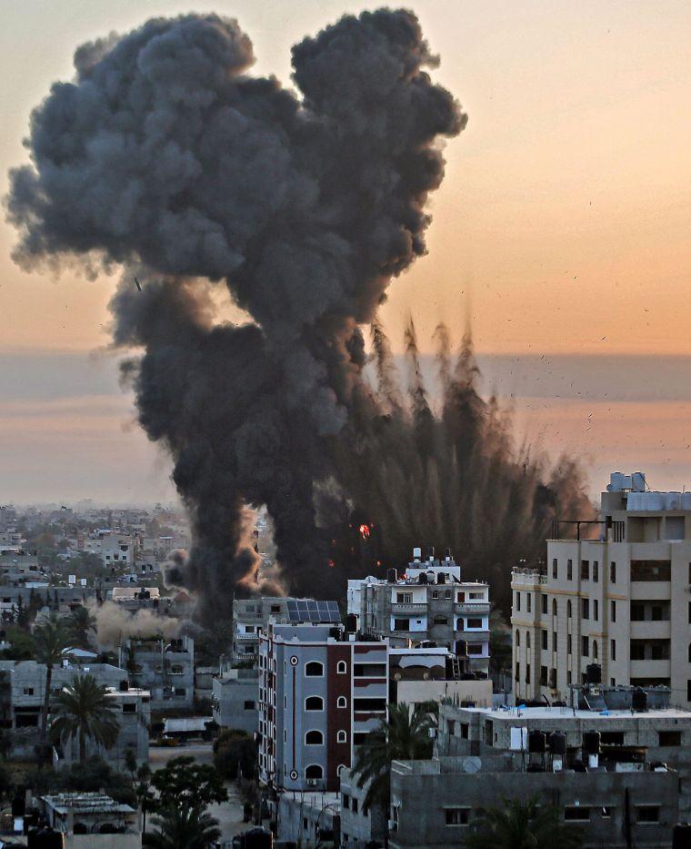 Israel llevó a cabo cientos de ataques aéreos en Gaza hasta la madrugada del miércoles, hora local.