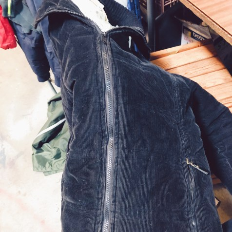 Tadaa! A new zip in a corduroy bomber jacket