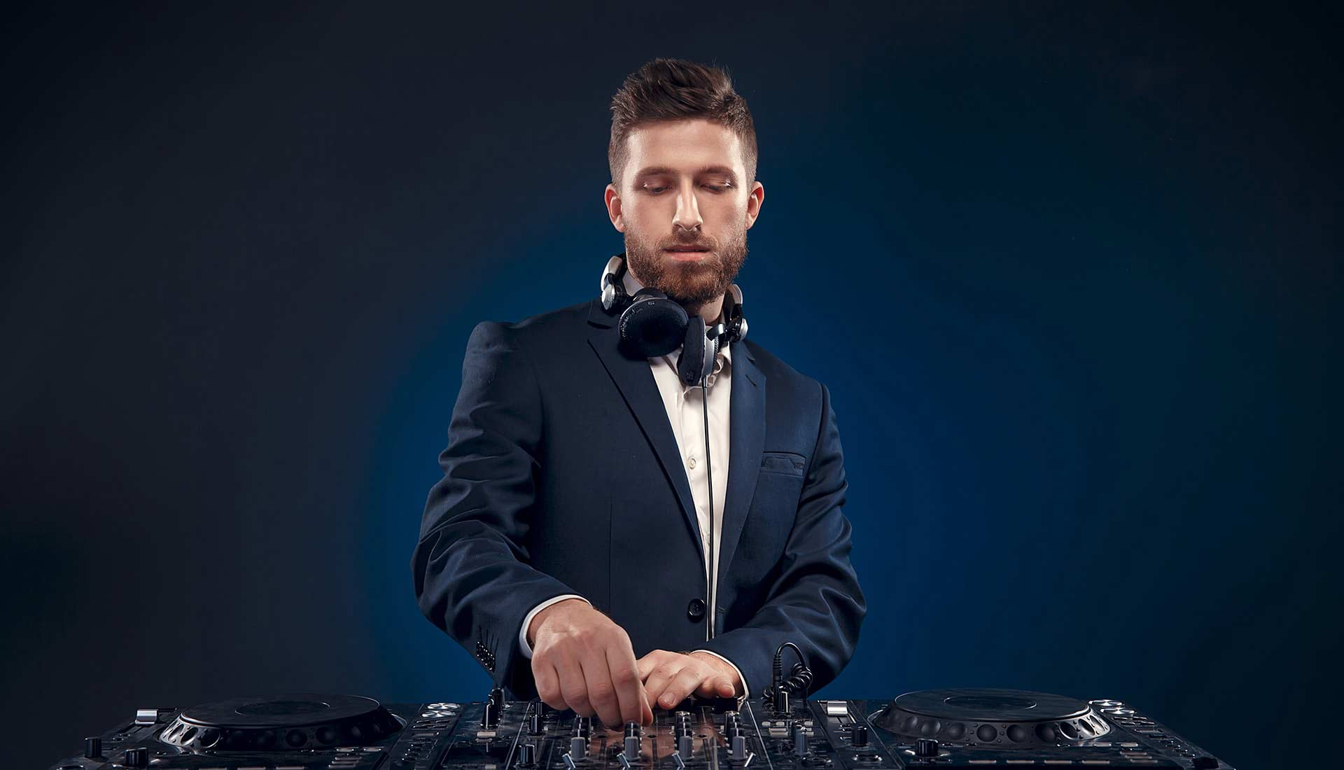 The-wedding-DJs-home