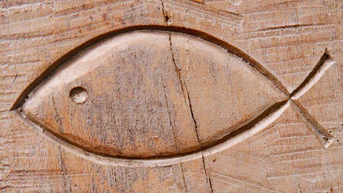 Christliche Symbole: nach Streit um Kreuz jetzt auch um Fisch