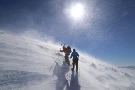 Bergführer und tine kurz vorm Erreichen des Gipfels