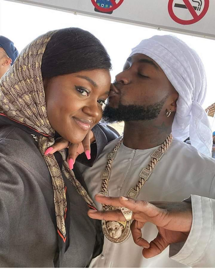 Davido Spotted In A New Photo In Dubai, Kiss*ng His Baby