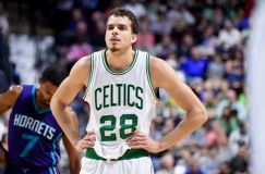 Atlanta Hawks Sign R.J. Hunter