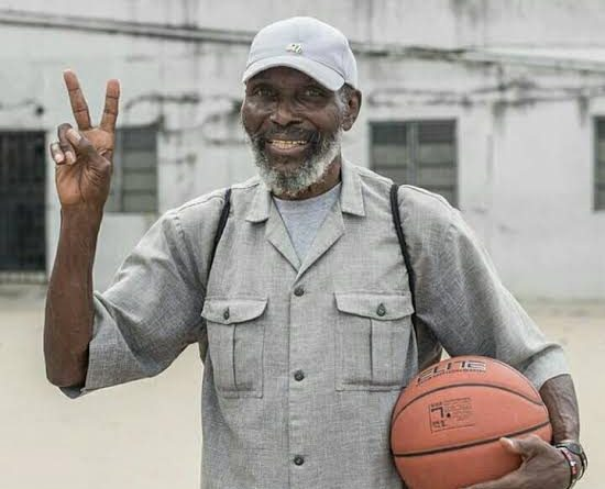 COACH OLIVER JOHNSON: TRIBUTE TO A SUPER LEGEND By Col Sam Ahmedu 1