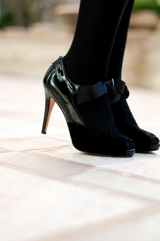 White House Black Market Bow Heels