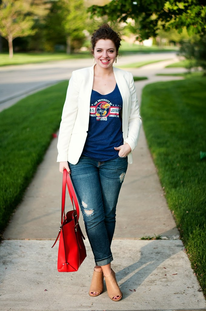 White blazer with graphic t shirt and boyfriend jeans