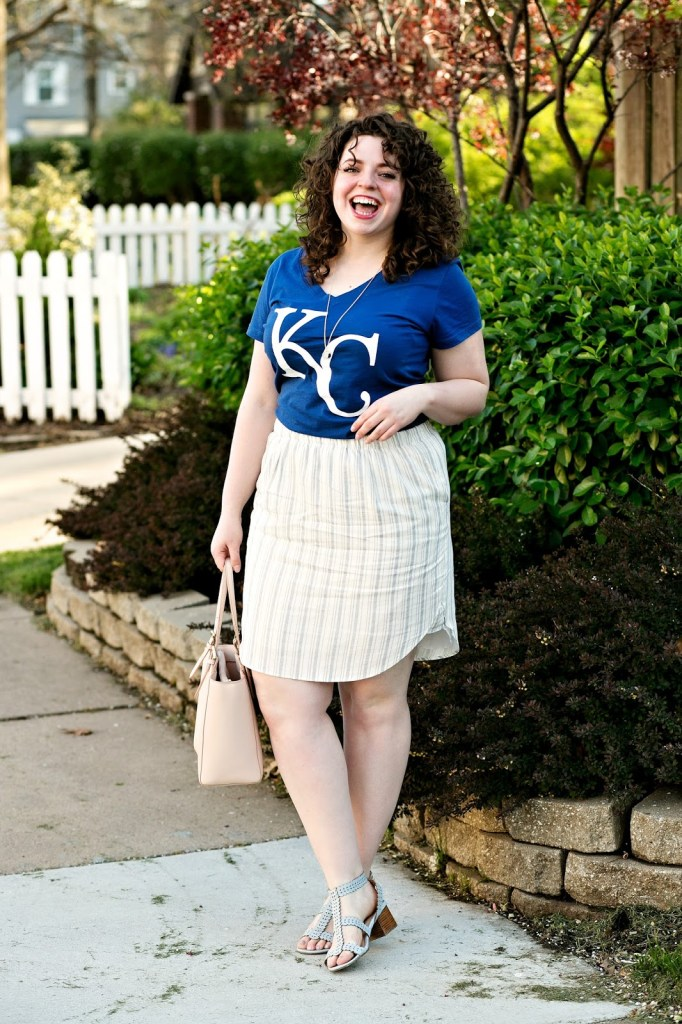 What to wear to a Royals baseball game. A cute outfit perfect for showing team spirit!