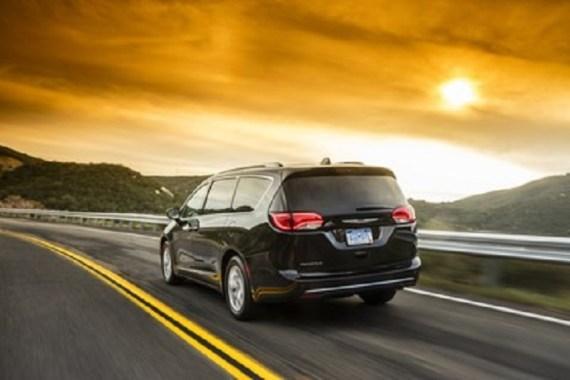 Chrysler_Pacifica_Hybrid_Minivan