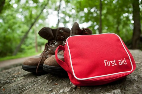 How to Make a First Aid Kit for Hiking