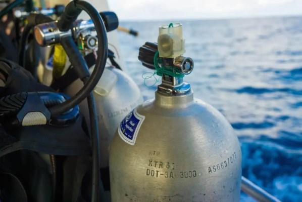 how to maintain scuba equipment