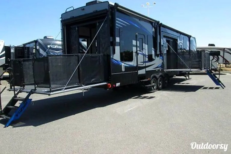 2016 Keystone fuzion Chicago RV Rental