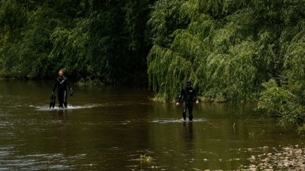 Victoria Police divers search the the Ovens River for Karen Chetcuti.