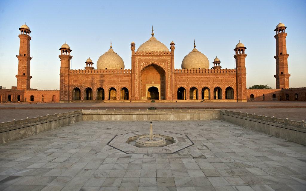 Badshahi Masjid 1