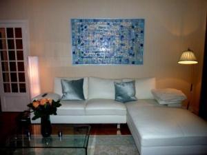 הזמנת תמונה מקרמיקה בהזמנה אישית בסלון דירת מגורים, פאריז | איריס עשת כהן