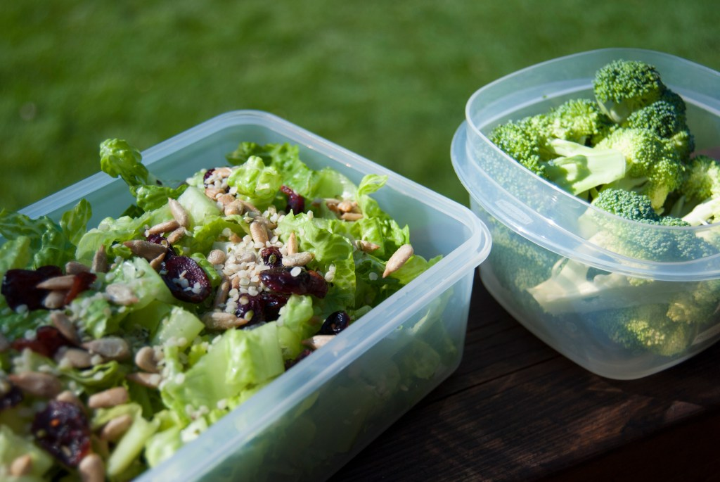 What I eat in a day - green salad with broccoli