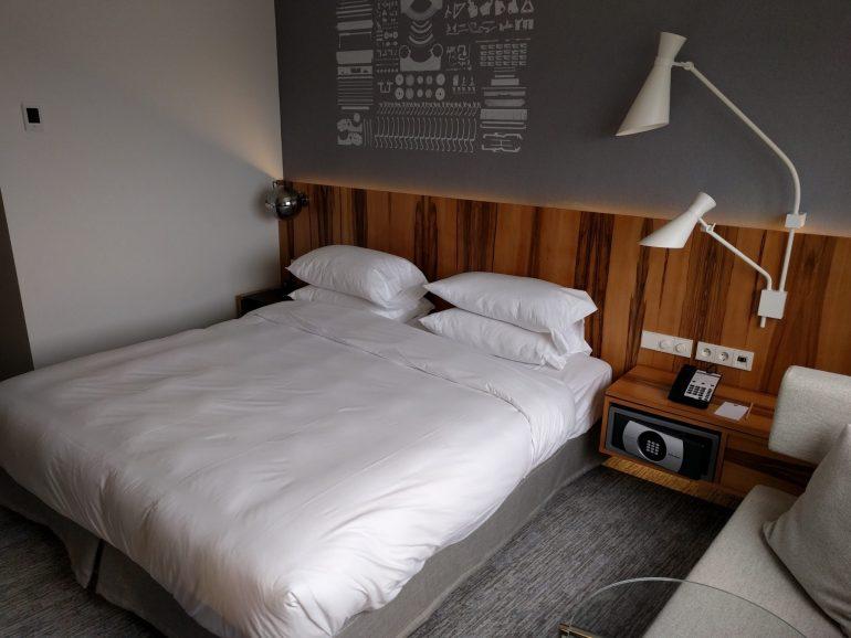 Hyatt Regency Paris Étoile bed