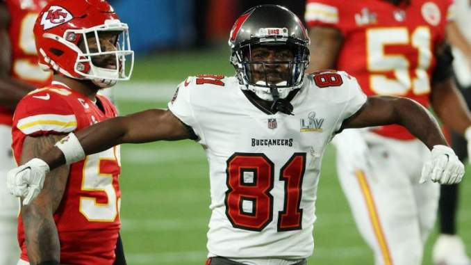 Analysts Sound off on Antonio Brown's New Deal With Bucs