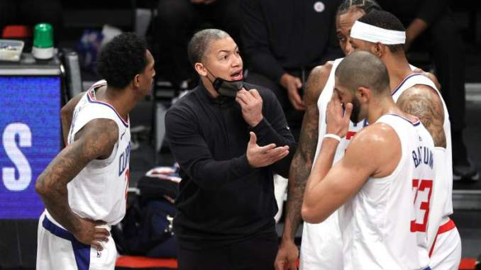 Ex-Lakers Star Has Harsh Words & Strong Advice for Clippers